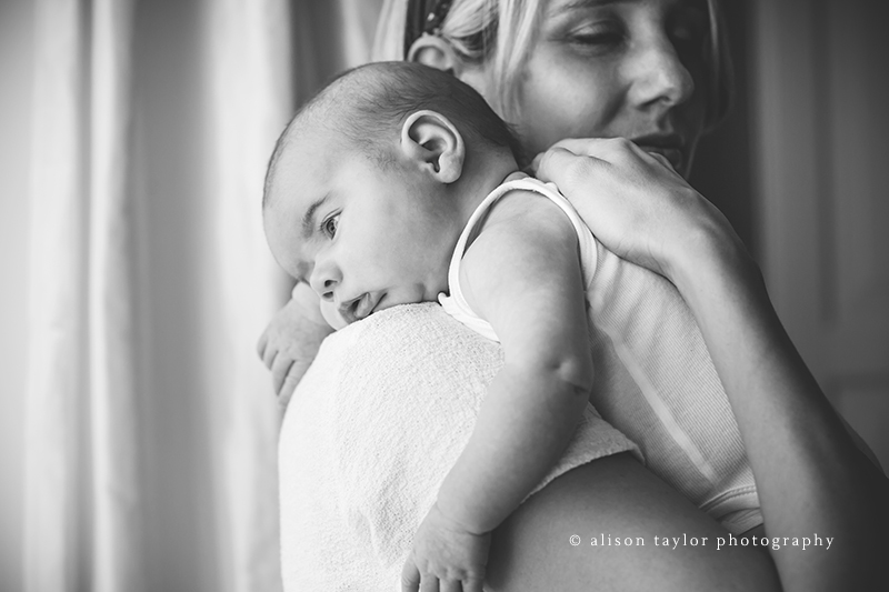 baby on mother's shoulder - newborn photographer bath